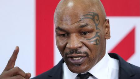 Mike Tyson mendapat peringatan dari Anthony Joshua jelang laga comeback-nya lawan Roy Jones Jr. - INDOSPORT