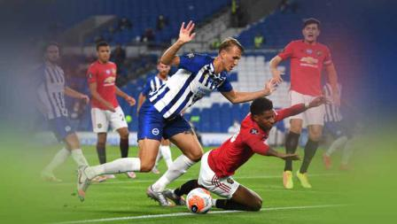 Marcus Rashford dijatuhkan oleh Dan Burn di Laga Brighton vs Manchester United pada lanjutan pekan ke-32 Liga Primer Inggris.