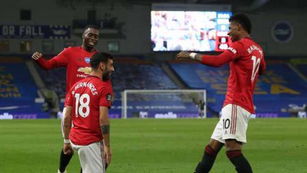 Selebrasi pemain Manchester United, Bruno Fernandes dan Marcus Rashford saat merayakan gol ke gawang Brighton.