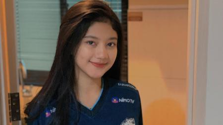 Brand Ambassador tim EVOS, Lidiawaty 'Notnot' dinilai mirip dengan WAGs Persib Bandung, Ghea Youbi setelah memamerkan tampilan gaya warna rambut baru. - INDOSPORT