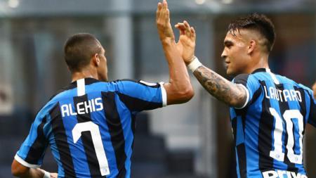 Pelatih sepak bola Inter Milan, Antonio Conte, dikabarkan bakal menggantikan Lautaro Martinez dengan Alexis Sanchez di pertandingan Serie A Liga Italia 2020-2021 melawan Bologna. - INDOSPORT