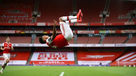 Bomber Arsenal, Pierre-Emerick Aubameyang, sukses menemani Jamie Vardy di posisi puncak daftar top skor Liga Inggris, Kamis (2/7/20). - INDOSPORT