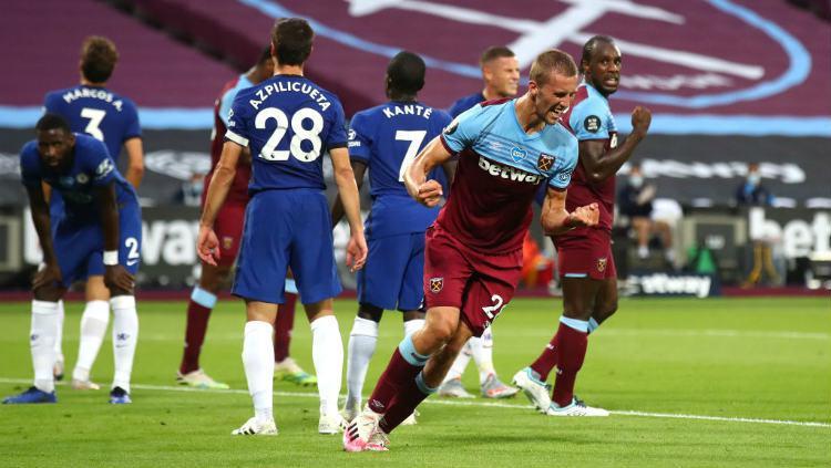 Selebrasi Tomas Soucek di laga West Ham United vs Chelsea. Copyright: Julian Finney/Getty Images