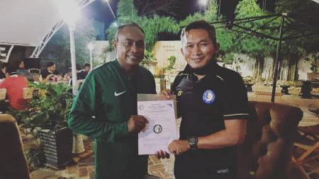 Dirtek Safin Pati Football Academy (SPFA), Rudy Eka Priyambada,  merekrut pelatih Kas Hartadi. - INDOSPORT