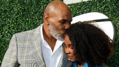 Indosport - Mike Tyson bersama sang putri, Milan.