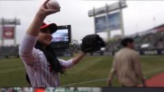 Indosport - Nayeon 'Twice' main baseball.