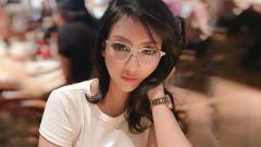 Indosport - Angela Lorenza, selebgram cantik Indonesia ingin diajak netizen lari maraton.