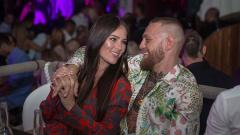 Indosport - Conor McGregor dan istrinya, Dee Devlin.