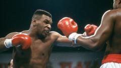 Indosport - Legenda tinju kelas berat, Mike Tyson menunjukkan kehebatannya saat berlatih bersama sang pelatih, Rafael Cordeiro jelang melawan Roy Jones Jr.