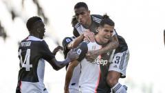 Indosport - Persaingan top skor Serie A Italia makin seru setelah Cristiano Ronaldo mencetak gol saat Juventus bekuk Torino sehingga mendekati sang pemuncak, Ciro Immobile.