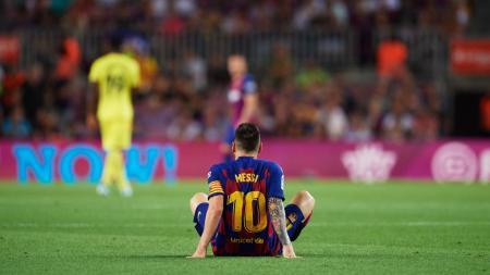 Lionel Messi dipastikan akan kian kecewa setelah Josep Maria Bartomeu selaku presiden Barcelona adakan pertemuan darurat dengan Quique Setien. - INDOSPORT