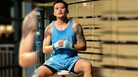 Aktor sekaligus Disc Jockey (DJ) ternama di Indonesia, Adhi Pawitra nampak semakin rajin latihan dan tubuhnya semakin terlihat berotot. - INDOSPORT