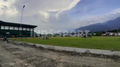 Indosport - Lapangan Softball PON XX Papua yang dibangun di kompleks AURI Sentani, Kabupaten Jayapura