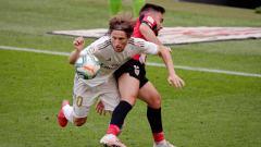 Indosport - Aksi Luka Modric di laga Athletic Bilbao vs Real Madrid