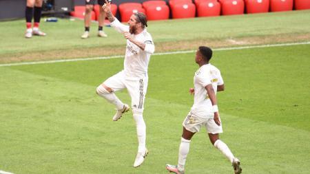 Sergio Ramos merayakan golnya dalam laga Athletic Bilbao vs Real Madrid - INDOSPORT