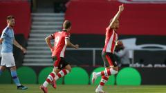 Indosport - Selebrasi gol Che Adams di laga Southampton vs Manchester City