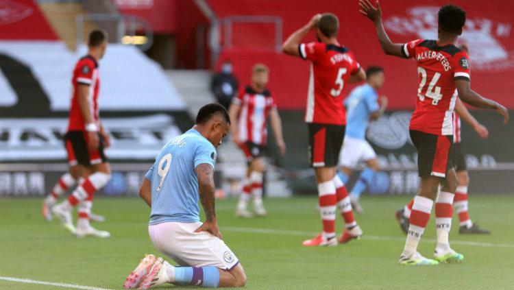 Ekspresi kekecewaan Gabriel Jesus di laga Southampton vs Manchester City. Copyright: Manchester City FC/Manchester City FC via Getty Images