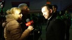 Indosport - Igor Joksimovic (kanan) saat diwawancara awak media.