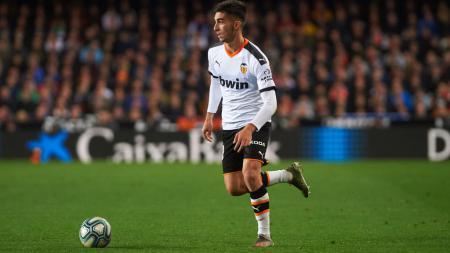 Melihat prediksi starting XI mengerikan milik Manchester City jika berhasil menggaet Ferran Torres dari Valencia. - INDOSPORT