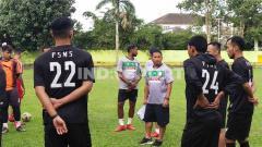 Indosport - Tiba di Medan, Philep Hansen langsung pimpinan latihan PSMS di Stadion Kebun Bunga, Senin (6/7/20) petang.