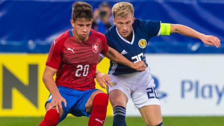 Adam Hlozek (kiri), pemain yang diburu AC Milan. - INDOSPORT