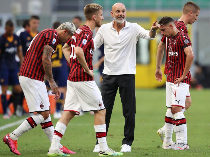 Pelatih Stefano Pioli bersama klub Liga Italia asuhannya, AC Milan. Copyright: Jonathan Moscrop/Getty Images