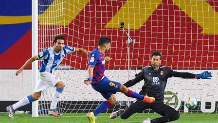 Luis Suarez menjadi satu-satunya pemain yang mencetak gol di laga Barcelona vs Espanyol dalam lanjutan LaLiga Spanyol 2019/20.