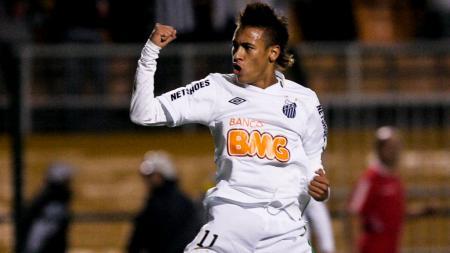 Neymar saat masih membela Santos. - INDOSPORT