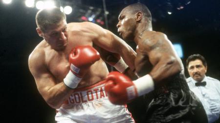 Promotor dunia Eddie Hearn mencibir pertandingan ekshibisi antara Mike Tyson vs Roy Jones Jr yang akan digelar pada 2 September 2020 mendatang. - INDOSPORT