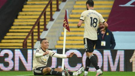 Selebrasi gol Mason Greenwood dan Bruno Fernandes di laga pekan ke-34 Liga Inggris Aston Villa vs Manchester United. - INDOSPORT