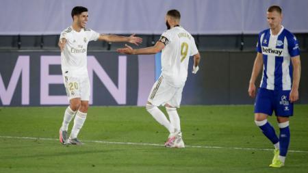 Gol penalti bomber Real Madrid, Karim Benzema, di laga Sabtu (11/7/20) dini hari WIB, membuat Lionel Messi was-was dalam persaingan top skor LaLiga Spanyol. - INDOSPORT