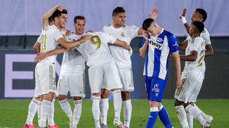Kemenangan atas Alaves membuat Real Madrid semakin kokoh di puncak klasemen LaLiga Spanyol 2019/20 dengan torehan 80 poin. - INDOSPORT