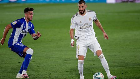 Kapten Real Madrid, Karim Benzema dibayang-bayangi pergerakannya oleh pemain Deportivo Alaves