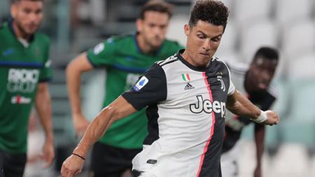 Megabintang klub Serie A Juventus, Cristiano Ronaldo, punya gaji tinggi. Siapa sangka gaji milik Ronaldo bisa membayar upah seluruh pemain Atalanta. - INDOSPORT