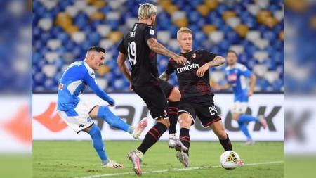 Hasil pertandingan ajang Liga Italia 2019-20 antara Napoli vs AC Milan berakhir dengan skor 2-2, Senin (12/07/20) dini hari WIB. - INDOSPORT