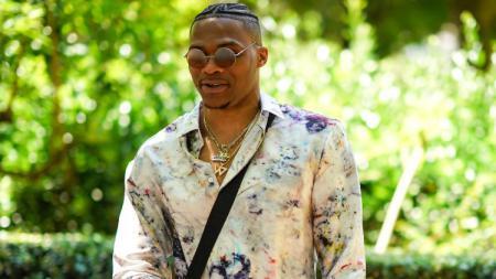 Russell Westbrook adalah salah satu pebasket NBA yang sering tampil modis, salah satunya saat di Paris Fashion Week 2020. - INDOSPORT