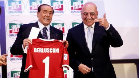 Silvio Berlusconi (kiri) dan Adriano Galliani (kanan) resmi membeli AC Monza. - INDOSPORT