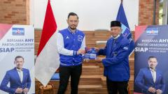Indosport - Pelatih Madura United, Rahmad Darmawan, secara resmi mewujudkan ambisinya terjun ke dunia politik dengan bergabung ke Partai Demokrat.
