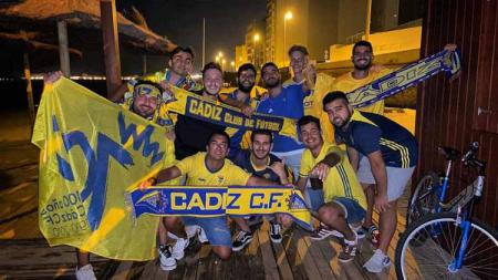 Rayakan promosi ke LaLiga Spanyol, para suporter Cadiz CF turun ke jalan di tengah pandemi virus corona. - INDOSPORT