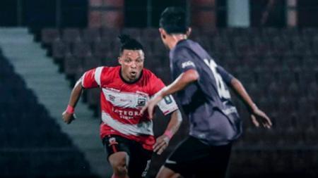 Jebolan Liga Portugal Braga B, Emmanuel Oti Essigba, turut tanggapi pentas Liga 1 2020 yang bakal digelar tanpa suporter Oktober mendatang. - INDOSPORT