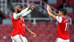 Indosport - Selebrasi gol Alexandre Lacazette dalam pertandingan lanjutan Liga Inggris antara Arsenal vs Liverpool, Rabu (15/7/20).