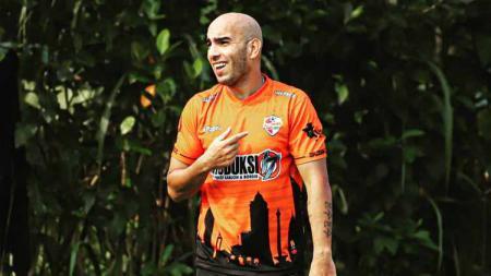 Pada musim 2007/2008, Arema Malang (Arema FC saat ini) pernah memiliki gelandang asal Maroko, Tarik El Janaby yang dilabeli Zinedine Zidane oleh suporter. - INDOSPORT