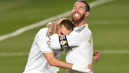 Ingin permalukan Barcelona lewat aksi penalti ala Lionel Messi dan Luis Suarez, Sergio Ramos bersama Karim Benzema malah buat Real Madrid malu juara LaLiga Spanyol. - INDOSPORT