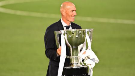 Juru latih Real Madrid, Zinedine Zidane dinobtakan sebagai pelatih hebat dunia kalahkan Jurgen Klopp (Liverpool), Pep Guardiola (Manchester City), dan Jose Mourinho (Tottenham Hotspur). - INDOSPORT