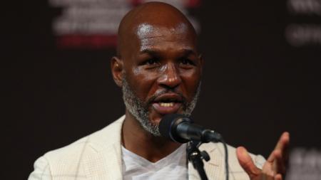Legenda tinju dunia, Bernard Hopkins membongkar aib Mike Tyson usai mendengar bahwa rekannya akan kembali comeback di usia 54 tahun. - INDOSPORT