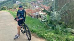 Indosport - Pelatih Persib Bandung, Robert Rene Alberts, memilih untuk menikmati libur selama tiga pekan di Bali, saat aktivitas latihan tim Maung Bandung diliburkan.