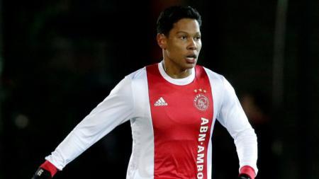 Pemain Belanda keturunan Indonesia Darren Sidoel saat masih berseragam akademi Ajax Amsterdam. - INDOSPORT