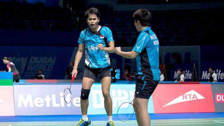 Pebulutangkis Indonesia Tantowi Ahmad dan Liliyana Natsir pada BWF Dubai World Superseries 2015.