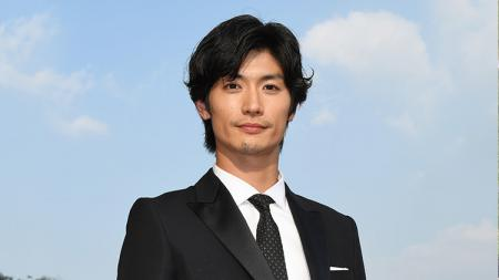 Aktor Jepang, Haruma Miura, tewas usai bunuh diri, Sabtu (18/07/20) malam waktu setempat. Haruma Miura sendiri pernah menjajal jadi atlet selancar. - INDOSPORT