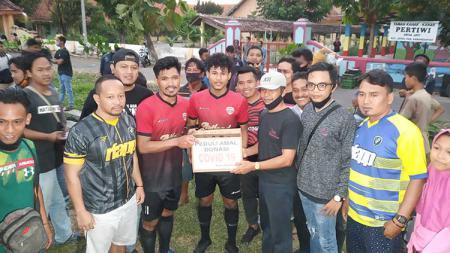 Bintang tim Persija Jakarta, Heri Susanto turut memeriahkan laga amal di Lapangan Desa Jati, Jaten, Karanganyar, Minggu (19/7/20) sore. - INDOSPORT